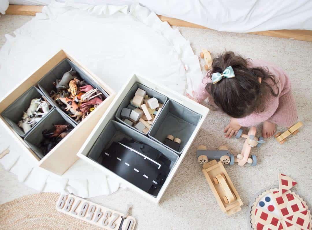 Mon astuce KonMari pour enfants préférée ? Que chaque jouet ait un emplacement : pour cela, rien de tel que la boîte de tri Tidy Books !